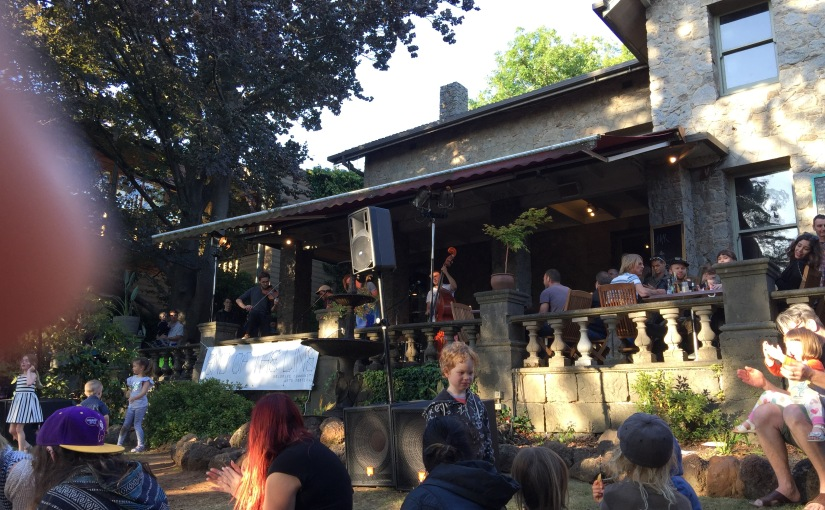 Musicians entertained families in front of an older Manor in Melbourne. Citizens enjoyed their weekend in Belgrave. Credit: Rossana Naveda.